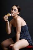 Ragazza che mangia gelato molto sexy Immagine Stock Libera da Diritti