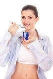 Ragazza che mangia yogurt Fotografie Stock Libere da Diritti