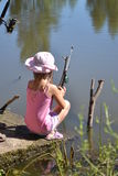 Ragazza che pesca all'aperto Fotografia Stock