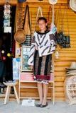 Ragazza che porta costume nazionale Fotografie Stock Libere da Diritti
