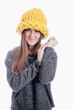 Ragazza che porta un cappello spesso Fotografie Stock Libere da Diritti