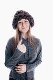 Ragazza che porta un cappello spesso Fotografia Stock