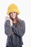 Ragazza che porta un cappello spesso Immagine Stock