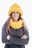 Ragazza che porta una sciarpa e un cappello spessi Fotografia Stock Libera da Diritti