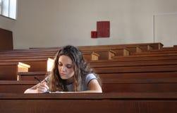 Ragazza che prepara per l'esame Fotografia Stock Libera da Diritti