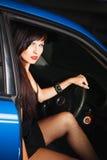 Ragazza che si siede nell'automobile Fotografie Stock Libere da Diritti