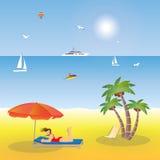 Ragazza che si trova sulla spiaggia sotto un ombrello Fotografia Stock