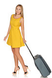 Ragazza che sta con la valigia per il viaggio e sorridere Fotografie Stock