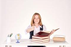 Ragazza che studia allo scrittorio Immagine Stock Libera da Diritti