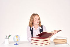 Ragazza che studia allo scrittorio Immagini Stock