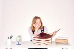 Ragazza che studia allo scrittorio Immagine Stock