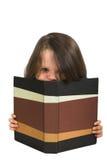 Ragazza che studia con il libro in bianco Immagine Stock Libera da Diritti