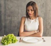 Ragazza che tiene dieta immagini stock