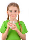 Ragazza che tiene un bicchiere di latte Fotografie Stock