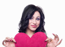 Ragazza che tiene un cuore rosa Fotografia Stock Libera da Diritti