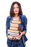 Ragazza che tiene una grande pila di libri Fotografia Stock