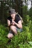 Ragazza che viaggia nella foresta Fotografia Stock