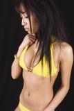Ragazza cinese in un bikini giallo Fotografia Stock