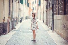 Ragazza in città, Italia Fotografia Stock Libera da Diritti