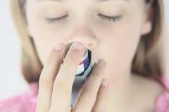 Ragazza con asma Fotografie Stock