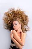Ragazza con bella cura di capelli, corpo Fotografia Stock Libera da Diritti