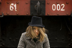 Ragazza con black hat Fotografie Stock
