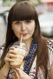 Ragazza con caffè Fotografie Stock Libere da Diritti