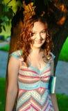 Ragazza con capelli ricci Fotografie Stock Libere da Diritti