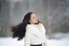 Ragazza con capelli scorrenti Fotografie Stock Libere da Diritti