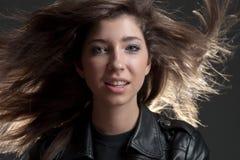 Ragazza con capelli scorrenti Fotografia Stock Libera da Diritti