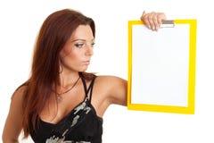 Ragazza con documento in bianco Fotografia Stock Libera da Diritti
