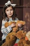 Ragazza con gli orsi di orsacchiotto Immagini Stock Libere da Diritti