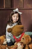 Ragazza con gli orsi di orsacchiotto Immagine Stock Libera da Diritti