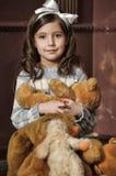 Ragazza con gli orsi di orsacchiotto Fotografie Stock