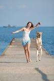 Ragazza con i cani Fotografia Stock