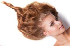 Ragazza con i capelli di forma della vanga fotografie stock