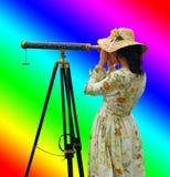 Ragazza con i colori del Rainbow e del telescopio Fotografia Stock