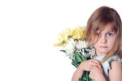 Ragazza con i crisantemi Fotografia Stock