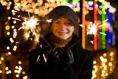 Ragazza con i fuochi d'artificio di Chrismats Fotografia Stock
