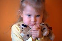 Ragazza con i giocattoli Fotografie Stock Libere da Diritti