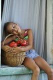 Ragazza con i pomodori Fotografie Stock Libere da Diritti