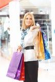 Ragazza con i sacchetti di acquisto Fotografie Stock