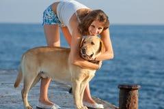 Ragazza con il cane Immagini Stock