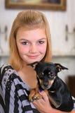 Ragazza con il cane di animale domestico Fotografia Stock Libera da Diritti