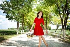 Ragazza con il canestro del fiore Fotografia Stock