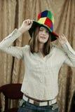 Ragazza con il cappello di divertimento immagine stock