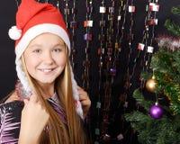 Ragazza con il cappello di Santa Fotografia Stock Libera da Diritti