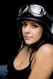 Ragazza con il casco del motociclo di Esercito-stile degli Stati Uniti Fotografia Stock Libera da Diritti