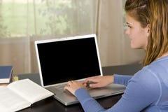 Ragazza con il computer portatile Immagini Stock Libere da Diritti