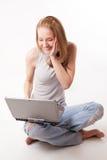 Ragazza con il computer portatile su bianco Fotografie Stock Libere da Diritti